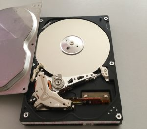 IDEハードディスク蓋を開けた
